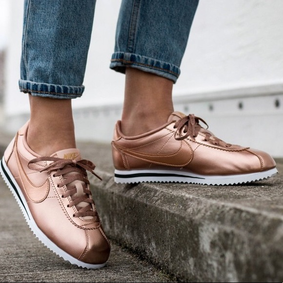 new products 08909 779ff Rose gold metallic Nike Cortez fashion sneakers. M 5b293a37de6f626a31901ae5